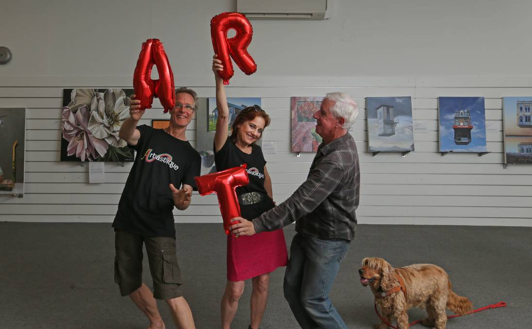 DISPLAY: Frank Winnips, wife Patricia Van Lubeck and artist Andrew Bennett in the shop front that has been turned into a gallery on High Street Maitland. Picture: Marina Neil